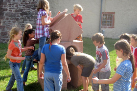 Der Summstein im Erfahrungsfeld Schloss Reichenberg